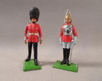 Britains LTD Lead Soldiers Scots Guardsman/Palace Guard and Sentry Guard Set of Two
