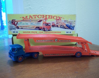 matchbox car transporter,made in England,Farnborough Measham,Lesney product,original box,new model M-8,metal,car collectors,green,red,yellow
