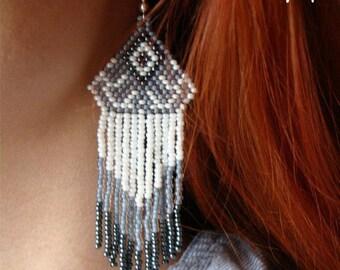 Beaded earrings, seed bead earrings, modern earrings, boho earrings, fringe earrings, beadwork jewelry, white and gray earrings Chevron