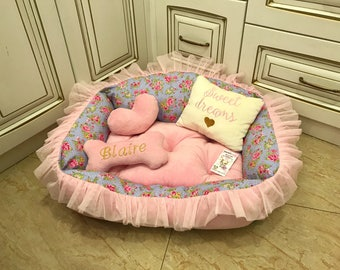 Baby pink and flower princess dog bed  Cat bed in pink Designer dog bed Personalized dog house Small dog bed Medium dog bed