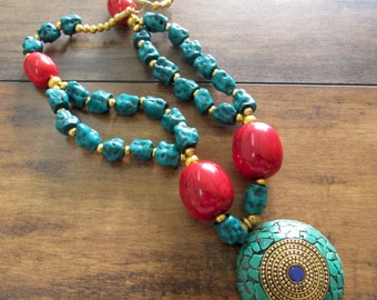 Turquoise Chips Pendant Necklace with Raw Turquoise Beads/Bohemian Necklace/Turquoise and Coral Necklace