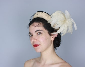 Vintage 1950s Hat | Cream Wool Hat with Black Trim & Feather Plume