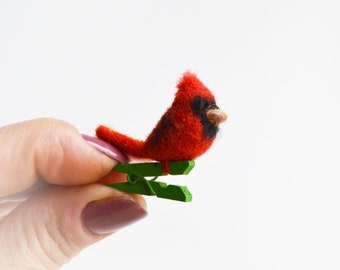 So cuuuute felt Bird brooch- Northern Cardinal for Happyness and Fun:-) Fully handmade and unique gift. Cheep and nice!