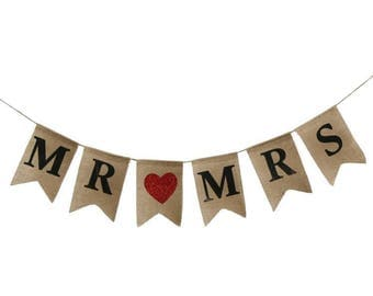 A set of MR MRS love hearts burlap banners,Hessian Banners,Jute banners,Party photo prop,Wedding decor