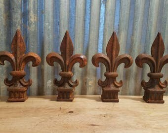 "4 Old Cast Iron Fence Post Toppers Finials Fleur-De-Lis Spears 3/4"" Opening"