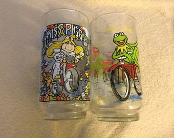 Set of 2 McDonalds Drinking Tumblers- The Great Muppet Caper-1981 Jim Hensons Muppets/ Miss Piggy, Kermit, Fozzie Bear, Animal/ Collectible