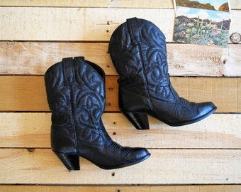 Vintage Women's 5 1/2 M  Black Leather High Heeled Pee wee Cowboy Boots <> Cowgirl Biker Western 5.5