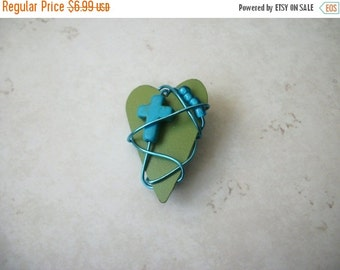 ON SALE Vintage Heart Wired Metal Simulated Stone Cross Beads Pin 30117