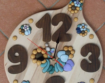 Wall clock with wooden GNOME