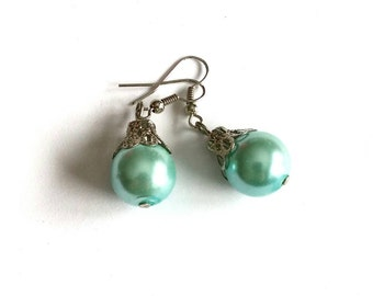 Vintage Drop Earrings / Mint Pearl
