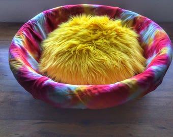 Tie dyePet Bed Basket Pet Cuddler Yellow Faux Fur