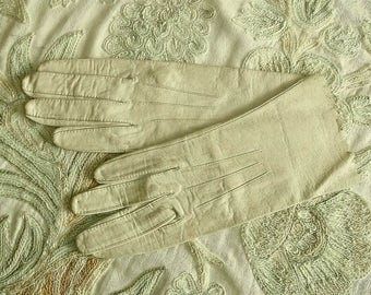 Vintage Ladie's Gloves with Scalloped Edge