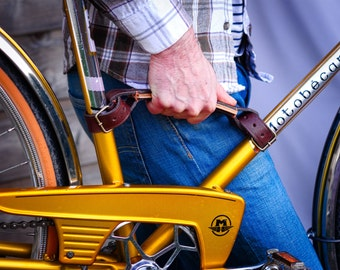 Bike carrying handle. Full-grain vegtanned leather and wood handle.