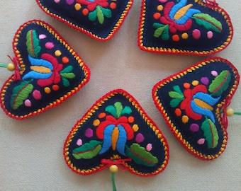 Hand-embroidered felt needle pillow (MKORN-NEEDLE-HEART-297)