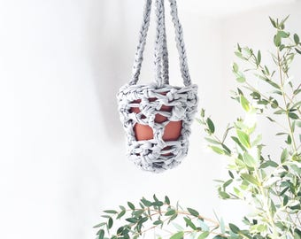 Pearl grey plant hanger