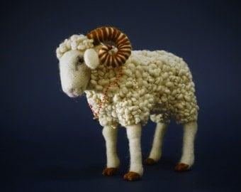 Needle felted sheep, sheep, needle felted animal, wool felt, needle felt, handmade, gift, home decor, needle felted art doll, decoration