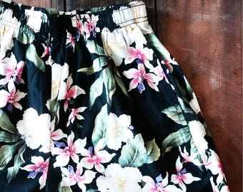 SALE! // 90s High Waisted Floral Shorts
