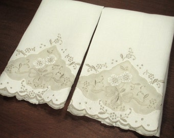 2 vintage MADEIRA TOWELS with ORGANDY inset. Ivory linen guest or hand towels with ecru embroidery, applique accents / Never used