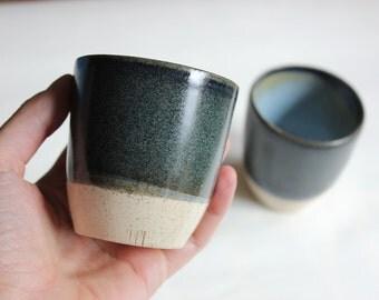 Set 2 tazze caffe/te' in ceramica gres a puntini e smaltato. Blu/azzurro