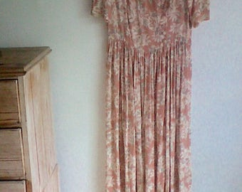 Laura Ashley Beautiful Floral Dress scalloped neck line UK size 14