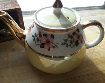 Teapot Gibson Staffordshire Vintage 1940 Yellow and Gold with Flowers