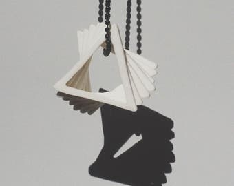 V1 / Porcelain statement necklace