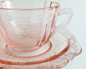 Teacup pink Depression glass - Vintage tea cup - Cup and saucer of pink glass - Pink cup and saucer vintage - Orange RETRO