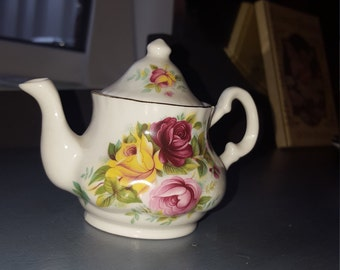 Miniature Teapot bakewell classic/ collectable teapot miniatures/ Staffordshire england/ mini teapot
