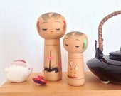 Mother and baby kokeshi dolls couple / Japanese kokeshi dolls couple / Mother and kid peg dolls from Japan / Vintage kokeshi motherhood