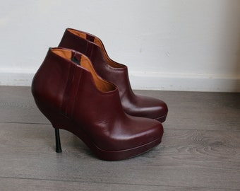 New! Platform Heels by  &Other stories burgundy size 39 NP 145 eur.Must have! Metal heel, unique shape. Sold out