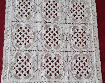 Vintage Lace Table Runner,  White Lace Table Runner, Cottage Chic Vintage White Lace Table Runner, Vintage Table Linens, Table Runner