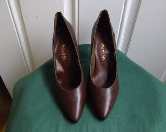 Dark Brown Leather High Heeled Pumps by Brand 57, Size 8.5 (USA 7.5), Vintage 1980's