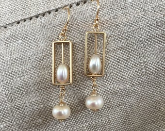 Framed and free-falling pearls