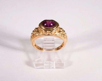 14K Yellow Gold Star Ruby Cabochon Ring, size 6