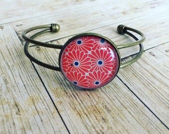 Bangle pendant Asian red flowers