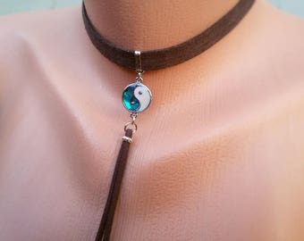 Brown Choker necklace Suede Choker Yin Yang necklace Nacre Pendant Collar necklace Fringe Chokers Tassel Minimalist Bohemian Thick Choker