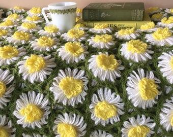 """Vintage Honeycomb Daisy Afghan Throw 70"""" X 48"""""""