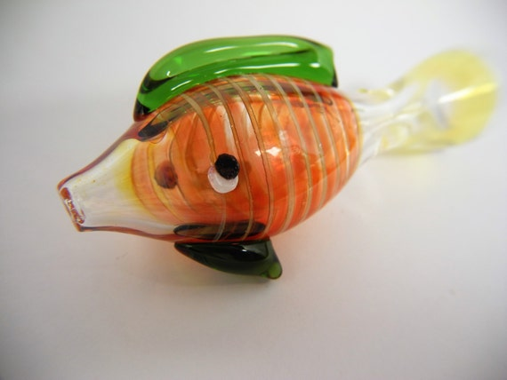 Red with green fins glass fish chillum one hitter pipe bowl for Glass fish pipe