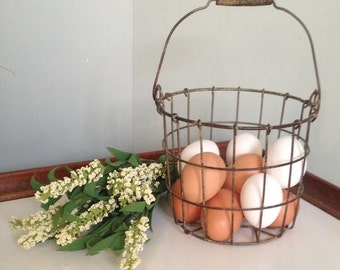 Adorable small metal wire chicken egg basket bowl