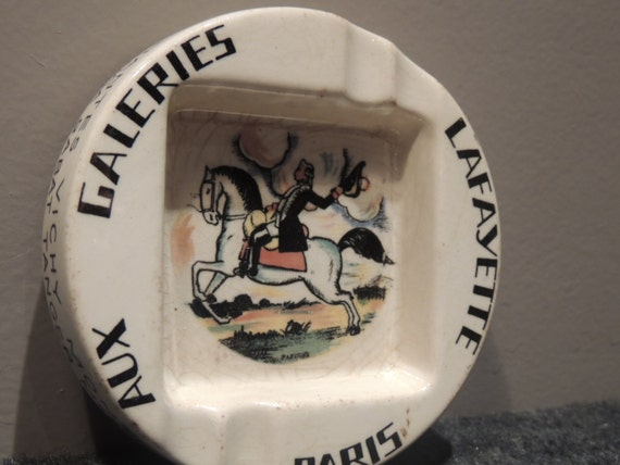 Ashtray French galleries Lafayette Paris edition of Sarreguemines signed P.Leconte control