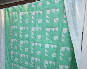 VINTAGE Maple Leaf Quilt, Hand Quilted, Full Sized Quilt, Green White Quilt, Traditional Quilt, Custom Quilted, Double Bed