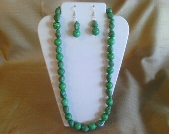 104 Kelly Green Magnesite Turquoise Round Beads and Imitation Turquoise Nuggets Large Chunky Beaded Necklace