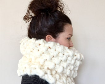 "BIG KNIT Chunky Oversized ""Moss Park Cowl"" in *cream* - Infinity Scarf Neck Warmer"