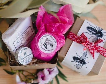 Spa Gift Pack. Valentines day gift, Oats & Honey Soap + Bath Bomb of your choice + Honey Lip balm| Gift under 20 | Gift wrapping Free card
