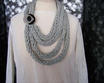 Collar knit (gray) fingers with pin #702