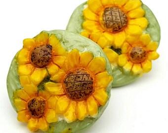 Sunflower Resin Round Stud Earrings Vintage from the 90s Flower Summer
