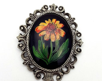 Large Oval Detailed Framed Flower Brooch Silver tone Vintage from the 90s Summertime Gift for mother Garden Gerbera Daisy