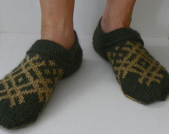 Knitted slippers Gift for men Knit slippers Wool slippers Green slippers Patterned  Hadnd made slippers Wool socks Gift for him Warmers
