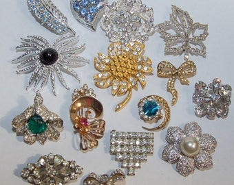 lot of 15 costume jewelry pins/brooches all in good condition, vintage also will have other lots