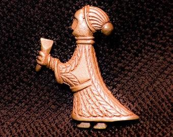 Valkyrie pendant holding drinking horn - N-26